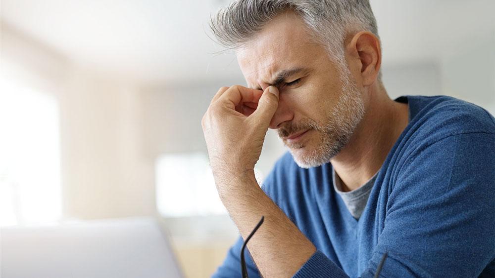 Vedeli ste, že za bolesť hlavy môže byť zodpovedný zrakový problém?